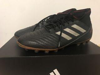 Botas de fútbol Adidas del 42 ,practicamente nueva