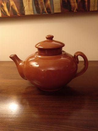 Tetera con colador, de cerámica