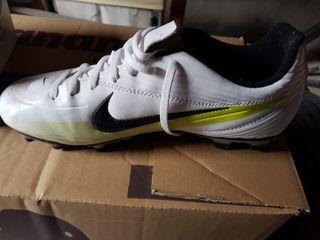 botas de futbol, usadas solo 1 vez.