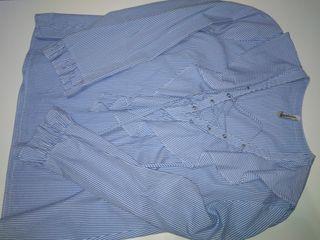 Blusa de rayas con escote entrelazado