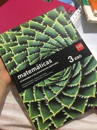 Vendo libros de 3 de ESO ( Vicenta Vives )
