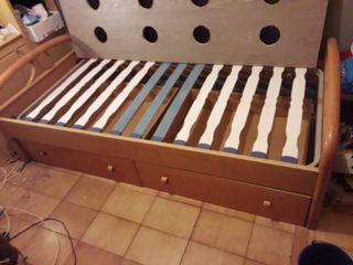 cama de madera buena 90x190