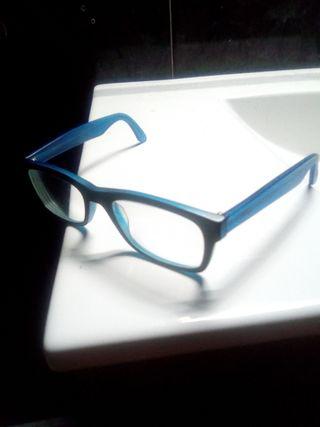 Gafas de color negra y azul