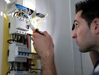ELECTRICISTA URGENTE 657 64 43 61