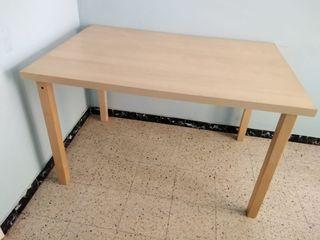 Taula Ikea mesa