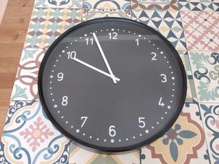 Reloj de pared negro Ikea