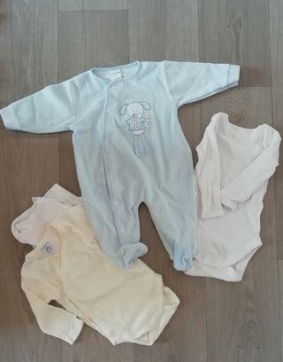 Pijama y 3 bodys talla 3 meses.