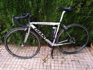 Bicicleta Giant, tamaño mediano, barata.