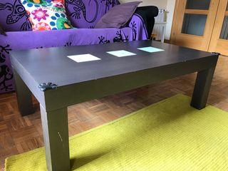 Mesa de comedor con sillas y mesa café