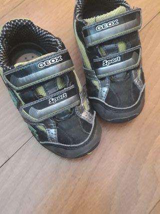 zapatillas geox de piel, con luces en la suela