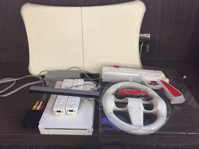 Wii con accesorios y adaptador HDMI