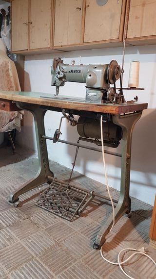 Máquina de coser industrial.
