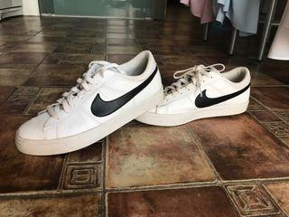 Vendo zapatillas Nike.