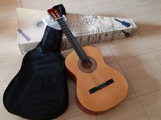 Guitarra marca Sonora