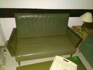 sofa vintage y lampa da suelo