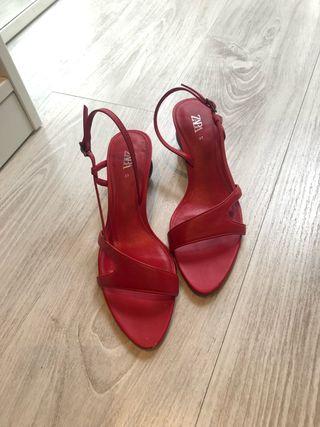 Sandalias rojas piel Zara