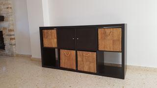 Mueble KALLAX Ikea con accesorios.