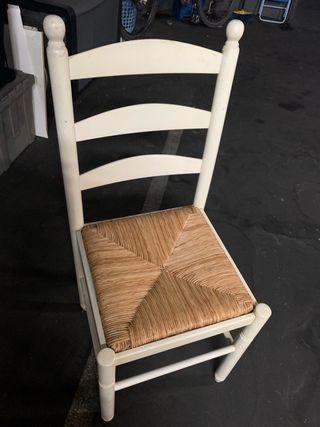 Silla de madera y asiento de enea