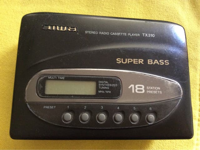 cassette y ràdio AIWA, con auriculares