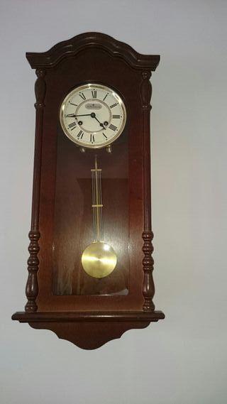 Reloj pared pèndulo marca alemana Junghans.