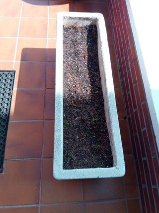 macetas de granito y jardinera