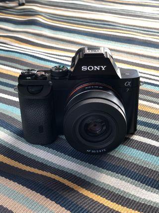 Sony Alpha A7 camara con lente 35mm.