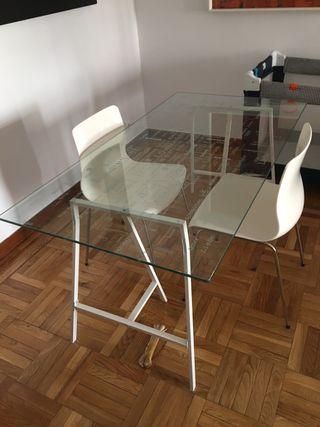 Mesa de cristal + 2 caballetes + 2 sillas
