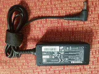 cargador ordenador portátil TOSHIBA 19V 2.37A