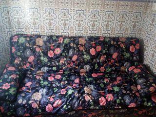 se vende sofá cama y sillones orejeros