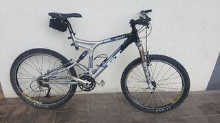 Bicicleta doble amortiguación GT idrive 0.0