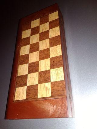 ajedrez u parchís magnético y portable