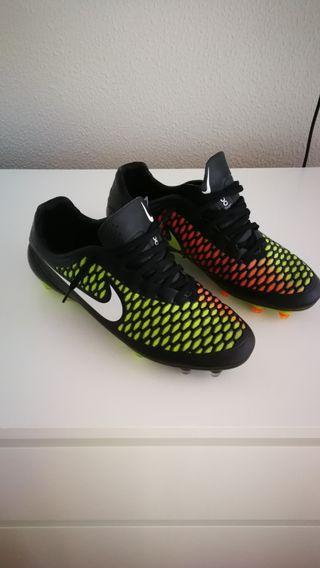 Botas fútbol Nike talla 45