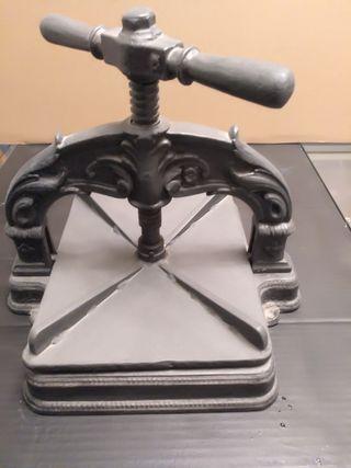 Prensa de hierro fundido para encuadernación