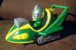 PJ Masks Vehículo Speed Booster y figura de Gekko