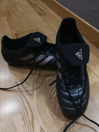 botas de fútbol césped