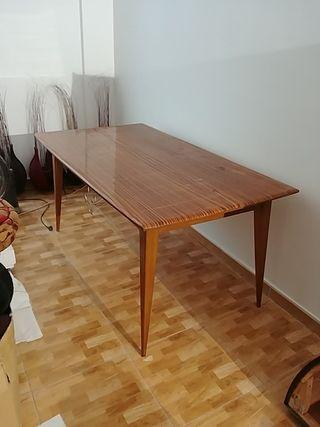Mesa grande de comedor antigua