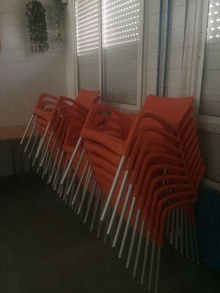 Mesas de bar y sillas
