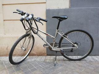 Se vende bicicleta aro 26 mujer