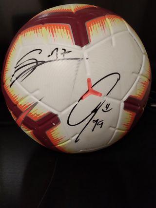 Balón del derbi Sevilla-Betis firmado goleadores