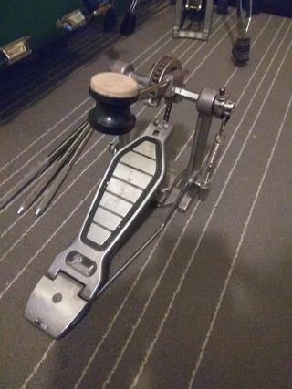 pedal bombo Pearl P100