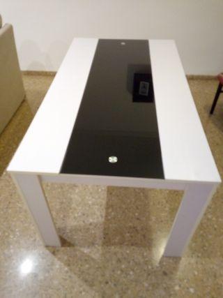 mesa de comedor con cristal templado.
