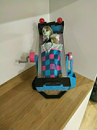 Monster High cama Frankie Stein