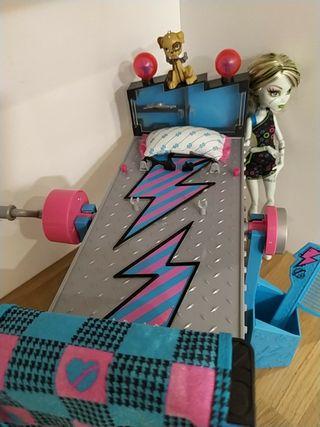 Monster High cama Frankie Stein