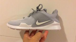 Zapatillas Nike Arrowz a estrenar 33