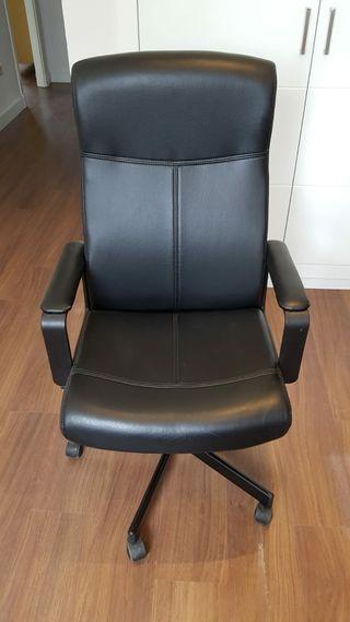 sillón de oficina giratorio