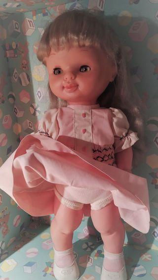 Muñeca Conchi de Famosa