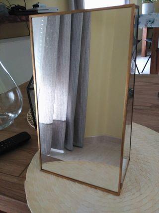 Organizador de joyas con espejo.