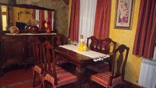 conjunto aparador con espejo, mesa y 6 sillas.
