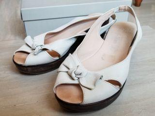 Zapatos sandalias beige de cuña