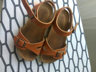 Sandalia marrón niño